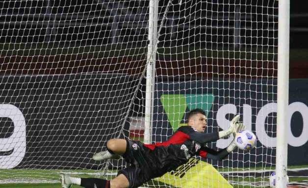 Tiago Volpi, do São Paulo, entra na mira de clube mexicano