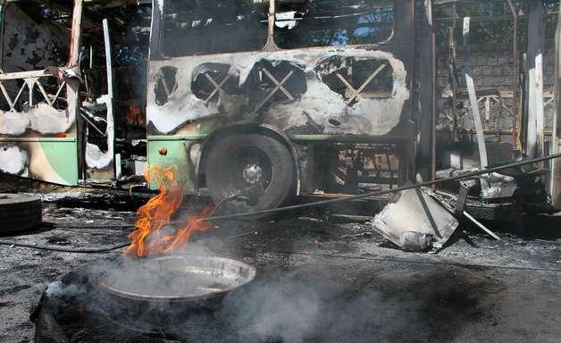 Onda de incêndios e violência leva pânico a Manaus