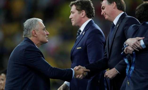Bolsonaro nega interferência para demitir Tite da Seleção