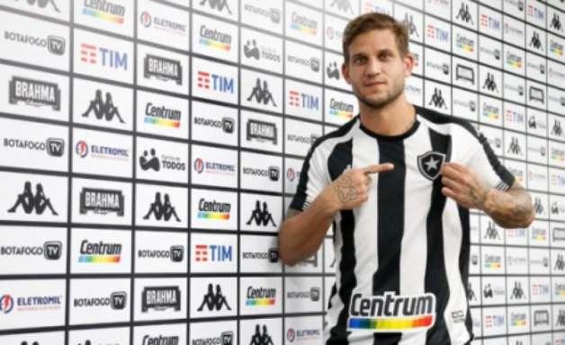 Rafael Moura mostra liderança e afirma que vai exigir do grupo do Botafogo: 'Não gosto de perder'