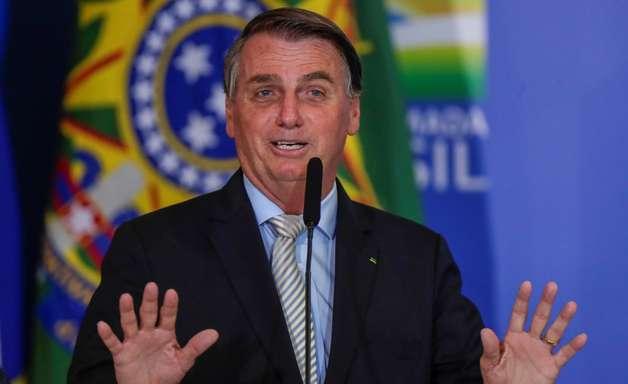 Bolsonaro veta oferta de absorventes a alunas de baixa renda