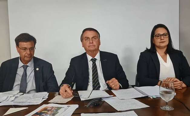Bolsonaro defende o voto impresso e ataca ministro do STF