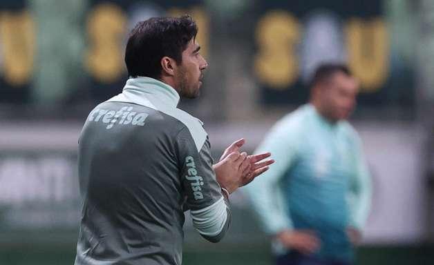 Torcedores do Palmeiras protestam em manifesto na porta do Allianz após derrota