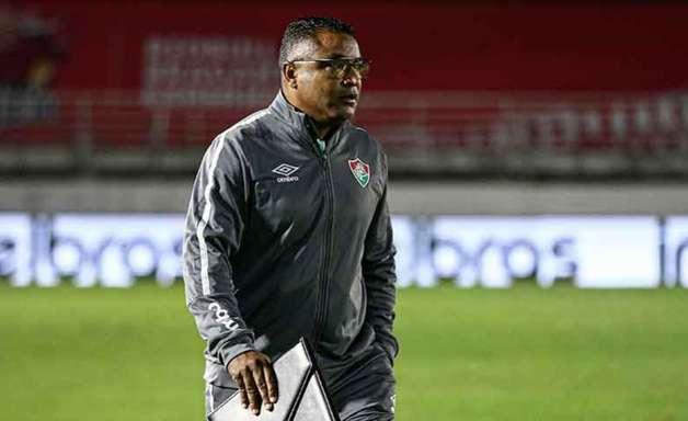 Roger defende 'avaliações técnicas e táticas' para manter Nenê e diz que Fluminense não entrou para se defender