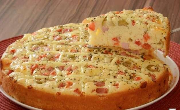 Torta-pizza de presunto e queijo para alegrar o seu dia