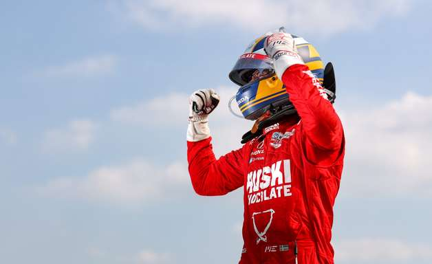 """Ericsson se emociona com primeira vitória na Indy em Detroit: """"Tive anos difíceis"""""""