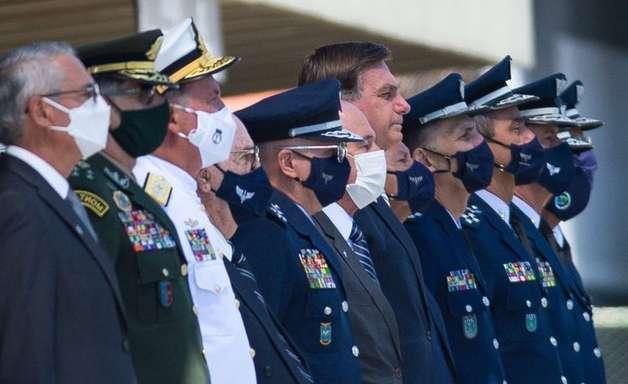 Militares planejam se manter no poder 'com ou sem Bolsonaro', diz coronel da reserva