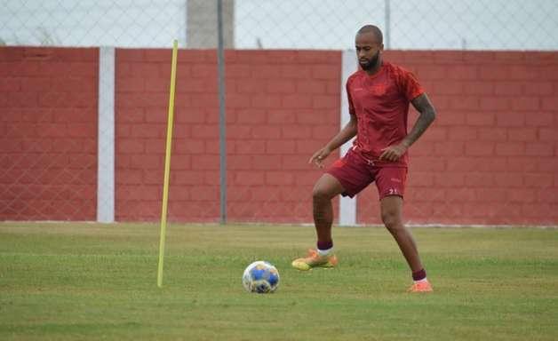Em alta no CRB, Wesley espera boa sequência da equipe em 2021
