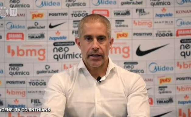 CORINTHIANS: Sylvinho destaca potencial de Gabriel para se lançar mais á frente em seu esquema de jogo