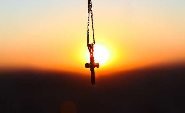 Conheça a oração da riqueza para fazer de manhã