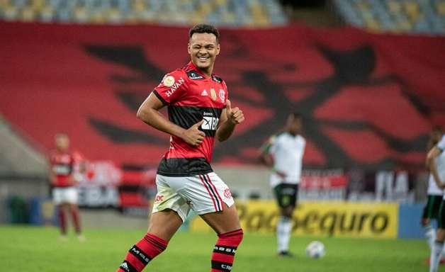 Após 'não' a assédio europeu, Muniz aproveita chances e aumenta leque de opções no ataque do Flamengo