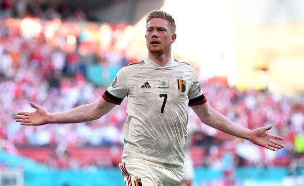 Com homenagens a Ericksen, Bélgica vence Dinamarca e avança