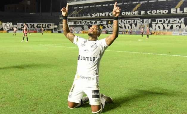 Santos joga melhor coletivamente e vence o São Paulo