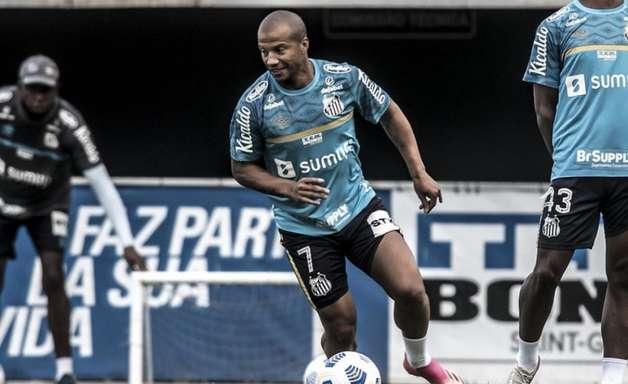 Sánchez viaja para Porto Alegre e será opção do Santos contra o Grêmio