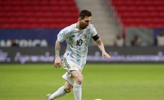 Messi quebra recorde e Argentina goleia Bolívia