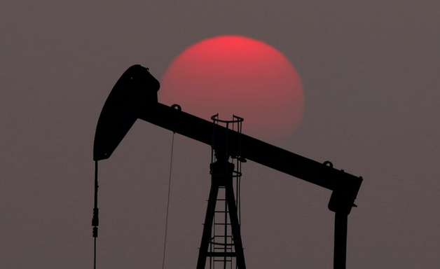 Preços do petróleo fecham em leve queda com negociações da Opep+ para aumentar produção