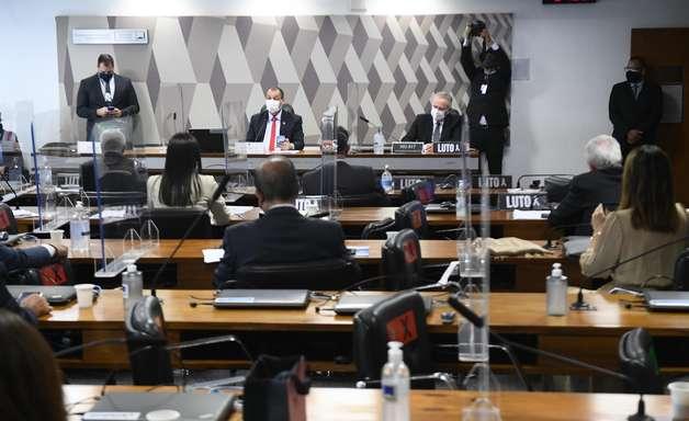 Anúncio de Bolsonaro mostra importância da CPI, diz Aziz
