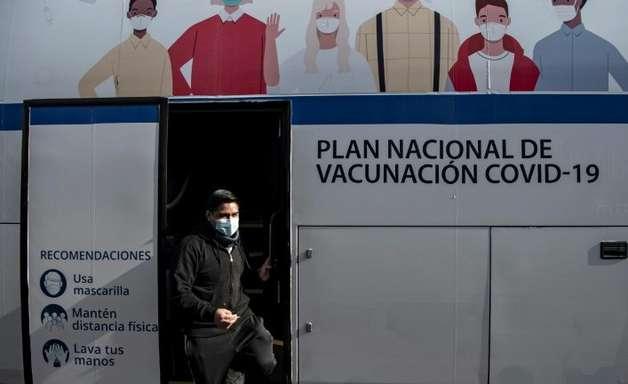 Chile inicia vacinação de menores de 12 a 17 anos contra covid-19