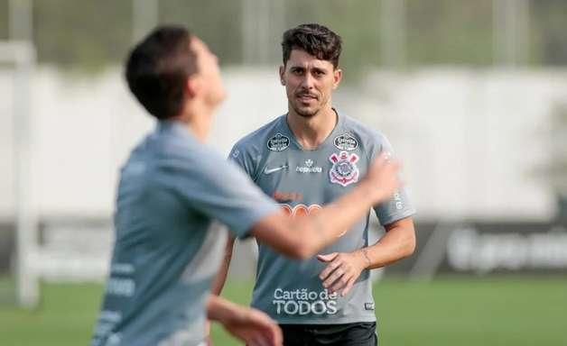 Danilo Avelar admite ter sido racista em partida online e pede desculpas