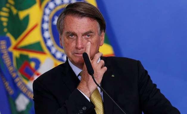 Bolsonaro fará live com hackers para provar fraude em urna