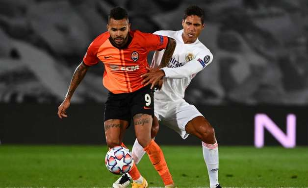Após levar Sancho, Manchester United tenta contratar Varane