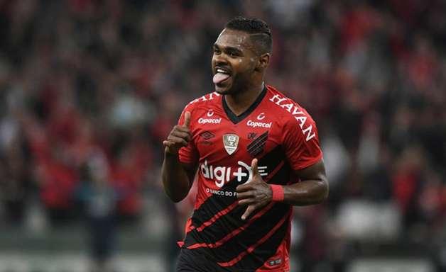 No Athletico, Alvarado deixa o clube e Nikão acena com saída
