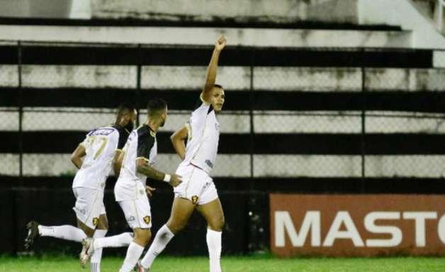 Mikael tem propostas de dentro e fora do Brasil para deixar o Sport