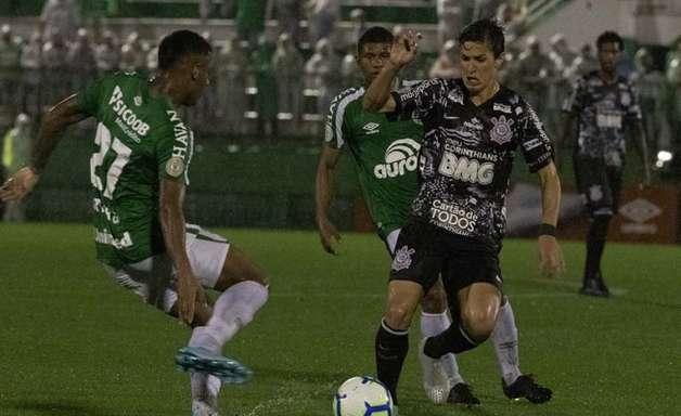 Chapecoense x Corinthians: prováveis escalações, desfalques e onde assistir