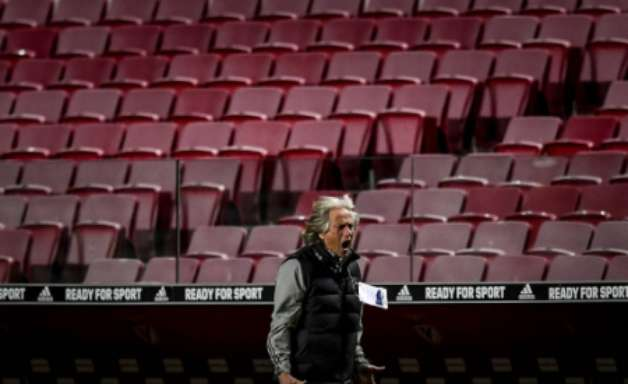 Jogador do Benfica xinga Jorge Jesus e é afastado do elenco