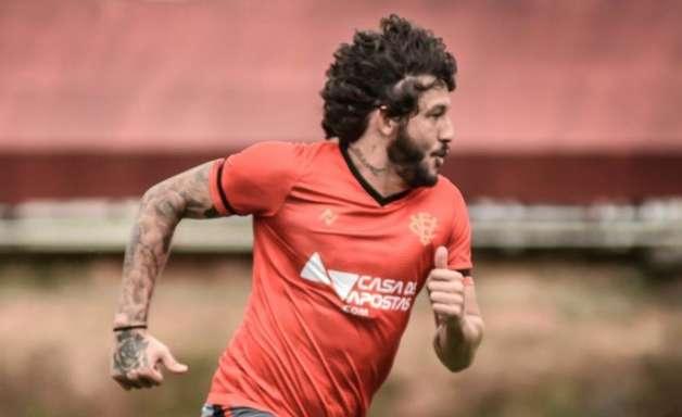 Fernando Neto completa 50 jogos com a camisa do Vitória e se destaca pela Série B