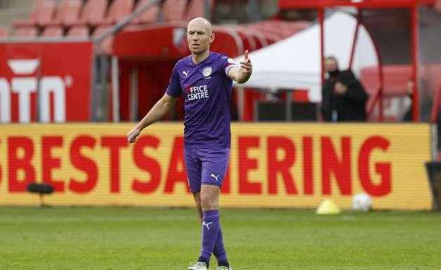 Robben anuncia 2ª aposentadoria após defender time holandês