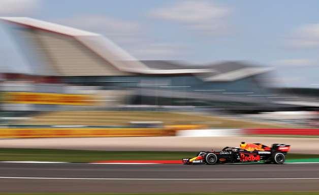 Verstappen lidera com folga o 1º treino do GP da Inglaterra