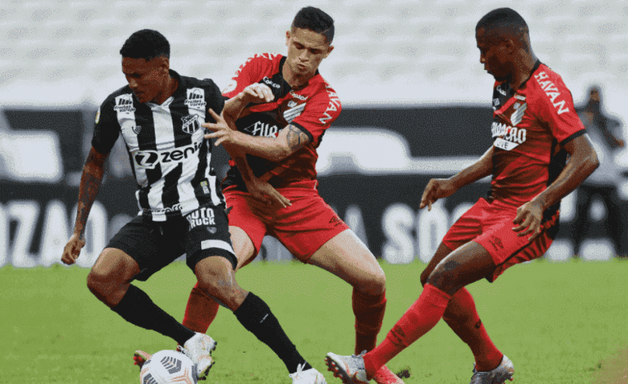Ceará marca nos acréscimos e vence Athletico