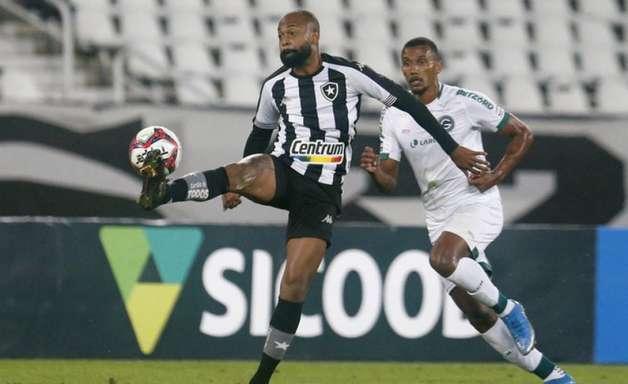 Botafogo joga mal e é superado pelo Goiás em casa na Série B