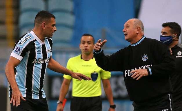 Grêmio perde a primeira com Felipão e é eliminado pela LDU