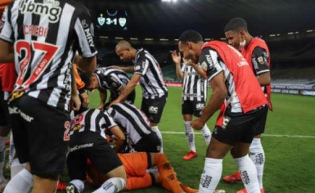 Cuca diz que duelo com Boca foi 'jogo típico de Libertadores', fala da confusão e exalta equipe nos pênaltis
