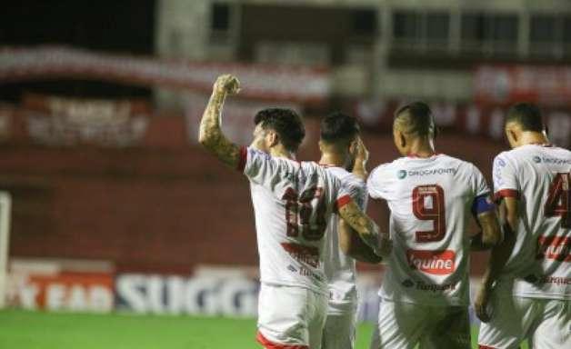 Vitória contra o Brasil de Pelotas garante o Náutico na liderança da Série B