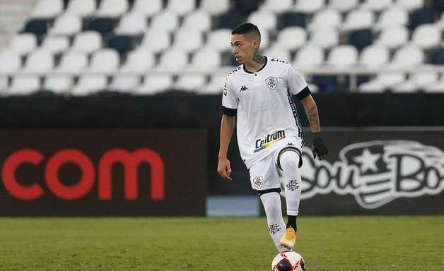 Hugo, do Botafogo, testa positivo para a Covid-19; jogador está assintomático e passa bem