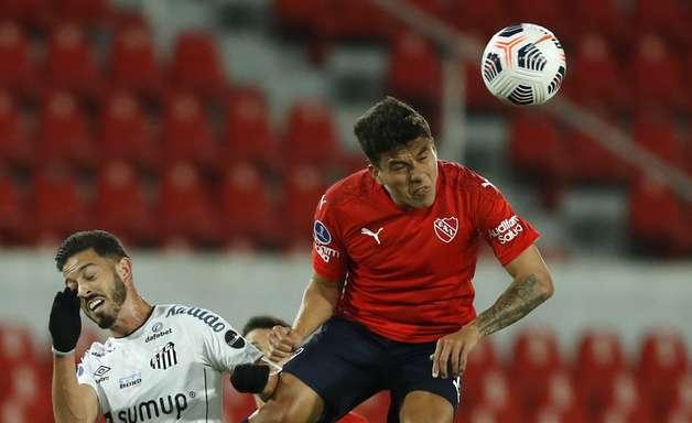 Santos empata com Independiente e garante vaga nas quartas