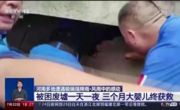 Bebê é resgatada 24h após enchente na China