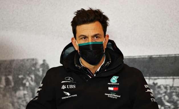 Hamilton é o oposto de um piloto sujo na F1, diz Wolff