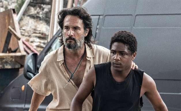 Netflix revela fotos de filme com Rodrigo Santoro