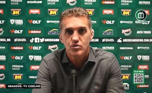 """AMÉRICA-MG: Mancini vê equipe agressiva no empate contra o Grêmio e avalia: """"Se era pra ter tido um vencedor, seria nós"""""""