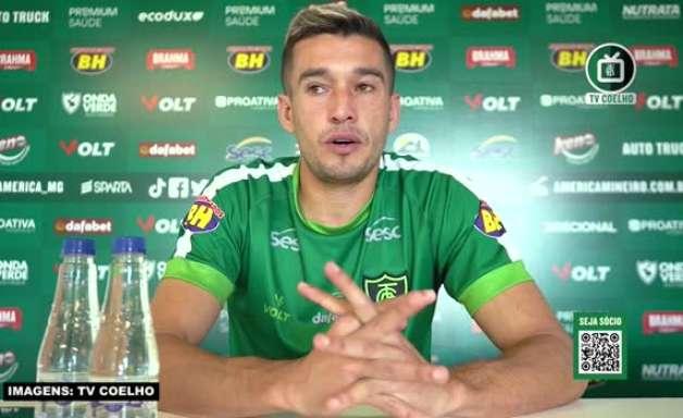 """AMÉRICA-MG: Juninho Valoura destaca pontos que precisam ser 'caprichados' dentro de campo e avalia: """"Corrigindo isso, as vitórias vão acontecer naturalmente"""""""