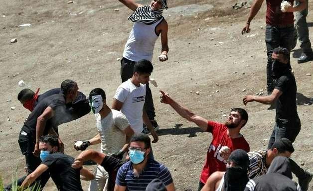 Confrontos entre palestinos e exército israelense na Cisjordânia