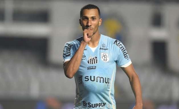 Lucas Braga vê Sánchez como referência e avalia vitória do Santos sobre a Juazeirense