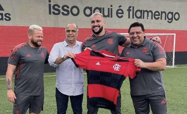 Arthur Picoli, ex-'BBB 21', assina com o Flamengo