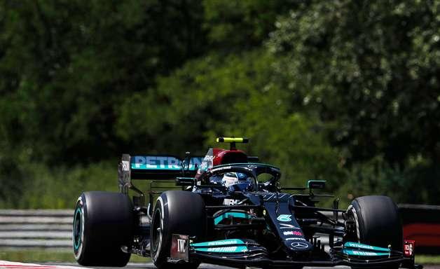 Bottas lidera 1-2 da Mercedes no treino livre 2 do GP da Hungria. Verstappen é 3º