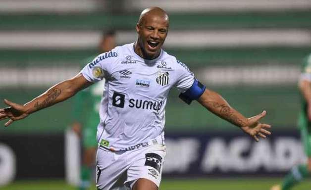 Sánchez marca e Santos vence a Chapecoense pelo Brasileirão