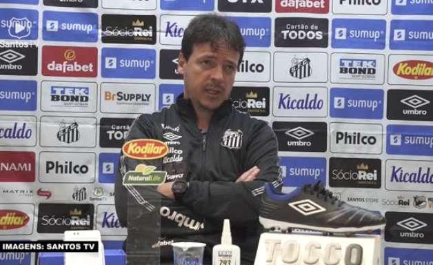 """SANTOS: Diniz reconhece dificuldades, mas destaca vitória sobre a Chapecoense: """"Três pontos muito importantes"""""""